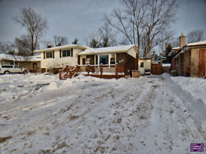 BEAUTIFULLY UPDATED HOME. OPEN HOUSE FEB 23 (2-4)