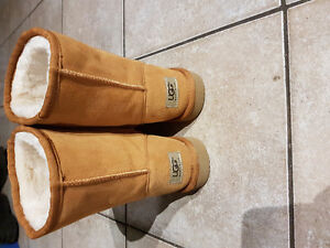 UGGS size 8 tan colour London Ontario image 1