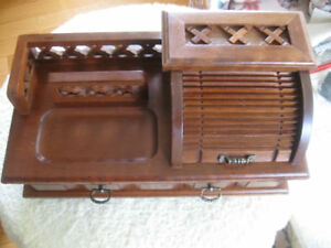GENTLEMAN'S VINTAGE SOLID WOOD ROLL-TOP JEWELRY VALET