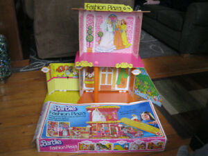 Vintage 1975 Barbie Fashion Plaza with Box