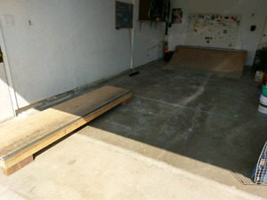 Quarter pipe and grind box