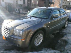 2009 Chrysler 300 Touring Fully Loaded (Safety inc)