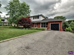 3 bedroom, 1.5 bath, 2 story home in Ancaster