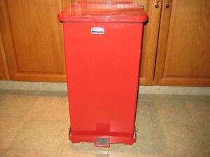 RUBBERMAID DEFENDER RED METAL DISPOSABLE CAN