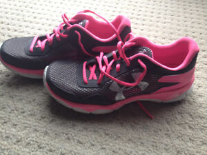 Brand new women's under armour shoes - size 8 London Ontario image 3