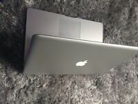 Macbook pro late 2011 i7 processor excellent conditon 4gb ram 500 harddrive