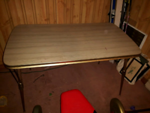 retro table 5' with leaf