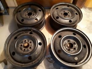 SELLING 4 ( 15 INCH ) RIMS