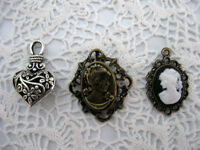 PENDANTIFS EN FORME DE COEUR ET CAMÉES/HEARTH AND CAMEO PENDANTS