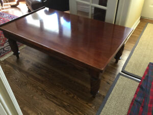 BEAUTIFUL HICKORY CHAIR  Coffee Table