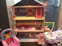 Maison poupée et lots de jouets