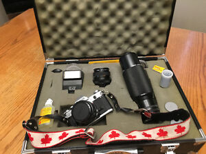 Vintage Canon AT-1 35mm + Accesories.