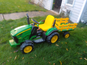 Kids John Deere battery operated ride on tractor