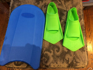 Arena Power Fins Size 8.5-9.5 with Paddle Board