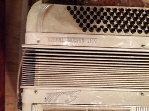 VINTAGE ITALIAN SCANDALLI VI II ACCORDION
