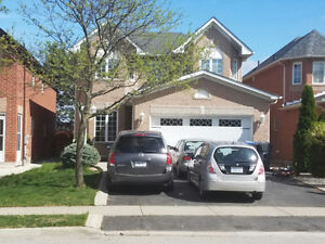 4 Bedroom Detached House  For Lease In Brampton