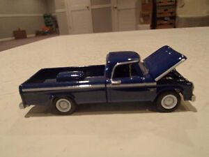 Loose Greenlight COUNTRY ROADS 1965 DODGE D-100 Pickup - Long bo