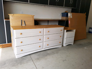 6 drawer dresser and 2 drawer night stand