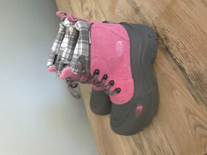 North Face Boots Size 4