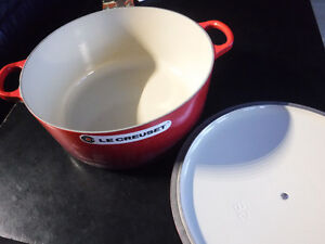 BRAND NEW Le Creuset 6.7-Litre Round French Oven Cherry Red Kitchener / Waterloo Kitchener Area image 2