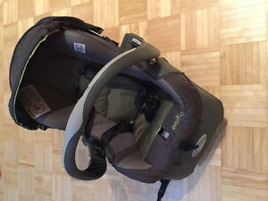 Infant Car Seat with click in base West Island Greater Montréal image 1