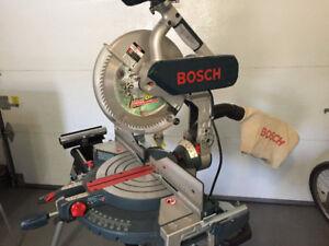 "Scie à onglets Bosch 12"" avec support"