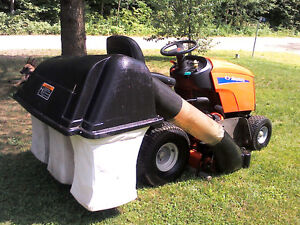 Simplicity Lawn Tractor with Triple Bagger Gatineau Ottawa / Gatineau Area image 5