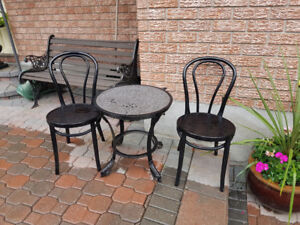 Small metal bistro table and two chairs(61)