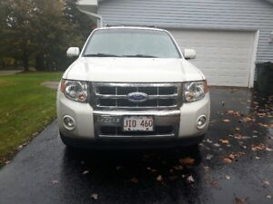2011 Ford Escape Limited REDUCED $ 11,900