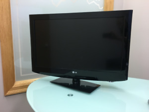"LG 32 "" LCD TV great 2nd TV or Christmas gift !"