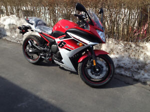 2014 Yamaha FZ6R red for sale--no accidents