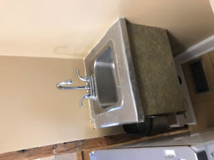 Free sink and counter