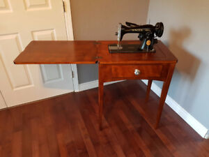 1948 Singer 15-90 sewing machine and table