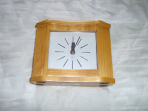 BULOVA QUARTZ DESK CLOCK