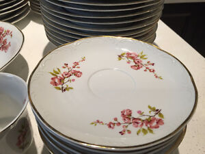 CHINA SET DISHES MADE IN ROMANIA ENSEMBLE VAISSELLE PORCELAINE West Island Greater Montréal image 4