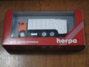 HO scale Garbage truck for electric model trains