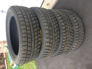 Like new winter tires 225 55 19 set of 4