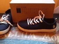 New men's penguin canvas shoes size 7