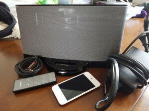 Bose SoundDock Series II w/remote + iPod Touch 4th Gen 32Gb