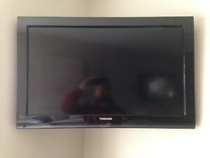 32 inch / pouces HD LCD Toshiba TV