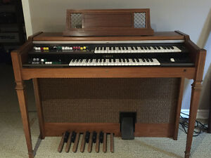 Yamaha Organ excellent condition Regina Regina Area image 1