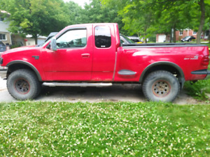 2002 Ford F150 4X4 pick up truck