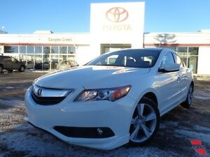 2013 Acura ILX DYNAMIC 6 spd manual! Looks NEW!