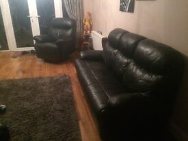 3 1 1 Black leather sofa and reclining chairs