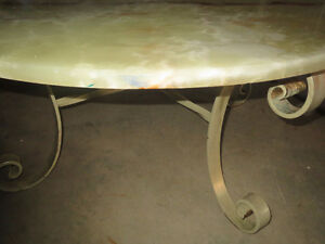 "40"" Round ONYX Table Comox / Courtenay / Cumberland Comox Valley Area image 1"