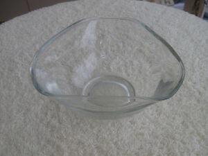 ODD-SHAPED RECTANGULAR CLEAR GLASS CANDY DISH