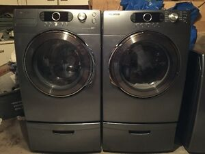 Gorgeous Front load Samsung Washer and Dryer w/Peds 9.5/10