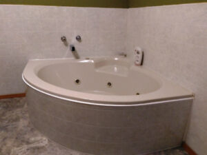 Corner Whirlpool, Massage Bathtub like new condition 56 inch
