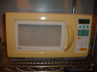 white-wetinghouse microwave
