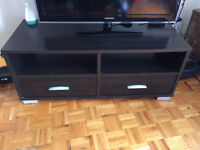 TV Stand with drawers / Support de tele avec tiroirs